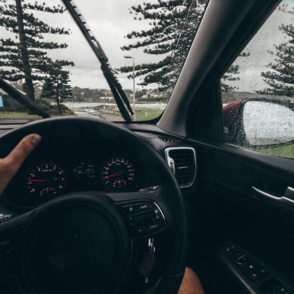 Veja dicas para dirigir de forma segura na chuva