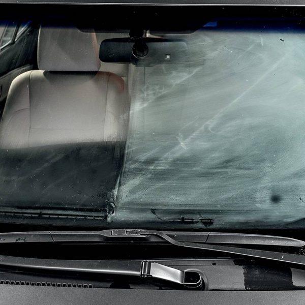 Aprenda a desembaçar rapidamente os vidros do carro