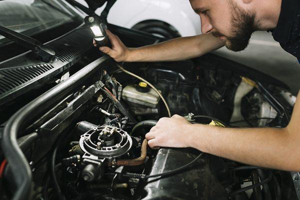 """Doze dicas de """"carro velho"""" que ainda ajudam a preservar um carro novo"""