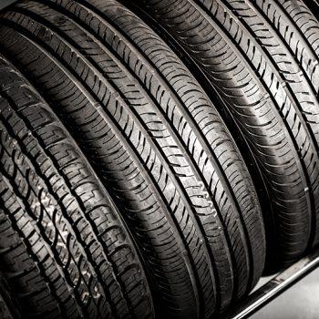 Você sabe o que significam as letras no seu pneu?