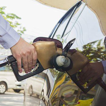Como tirar gasolina do tanque?