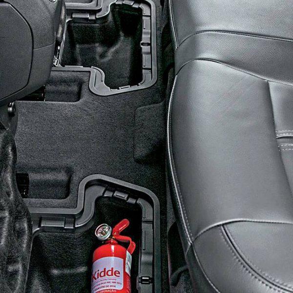 Posso manter um extintor no carro mesmo vencido e sem obrigatoriedade?