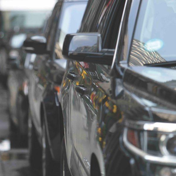 Dois em cada três carros brasileiros são brancos, pratas, cinzas ou pretos