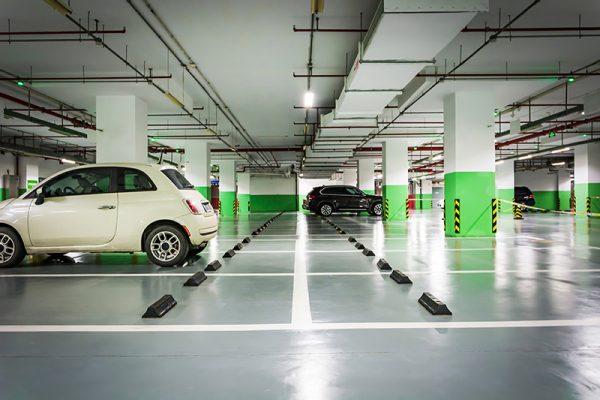 Carro parado na garagem